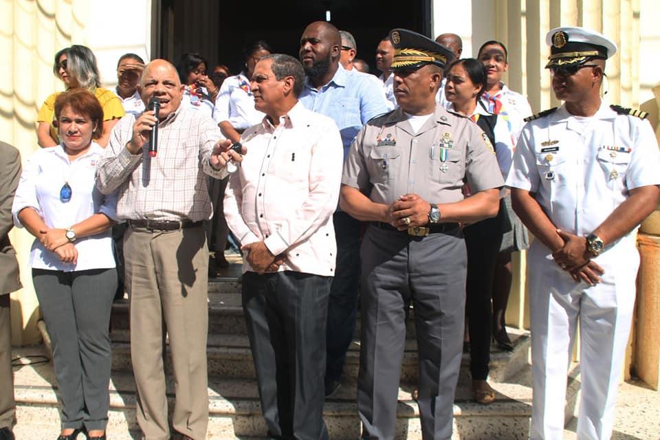 Alcalde recibe guardiamarinas de buque escuela de la Armada Dominicana