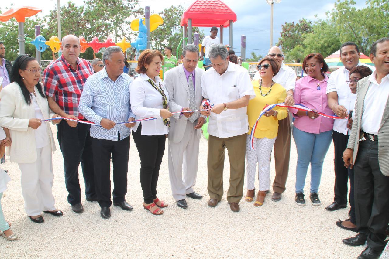 Refinería Dominicana de Petróleo PDV y alcaldía de La Romana reinauguran Parque Infantil  en Quisqueya