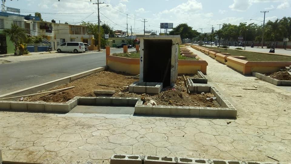 Ayuntamiento de La Romana trabaja en la reparación del monumento Padre Abreu