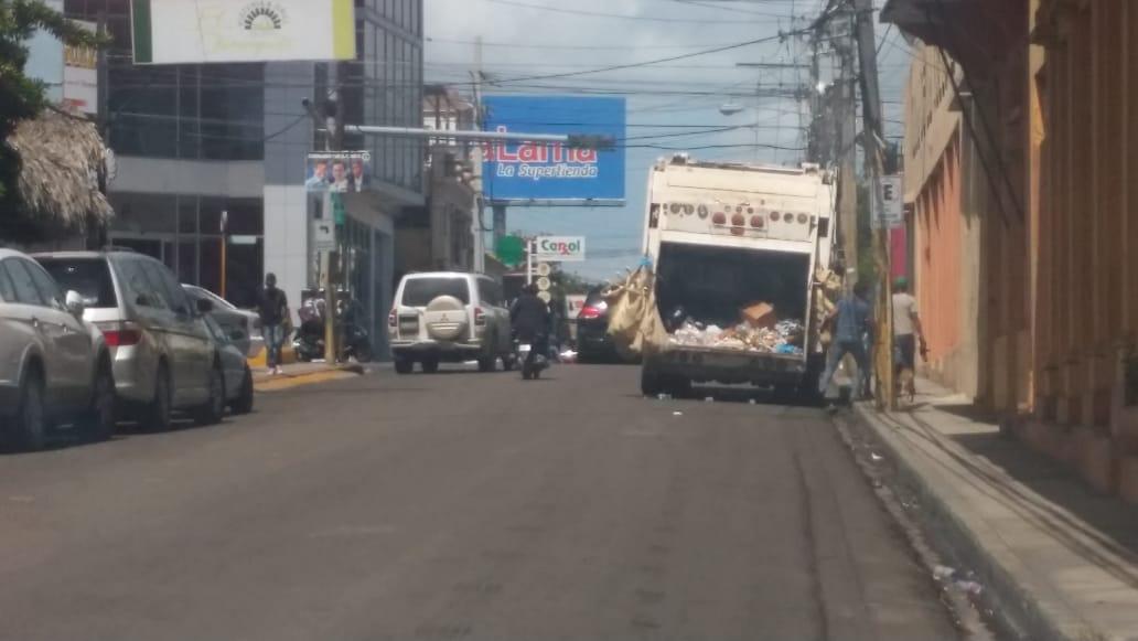 Ayuntamiento de La Romana sigue este miércoles  con limpieza de la ciudad