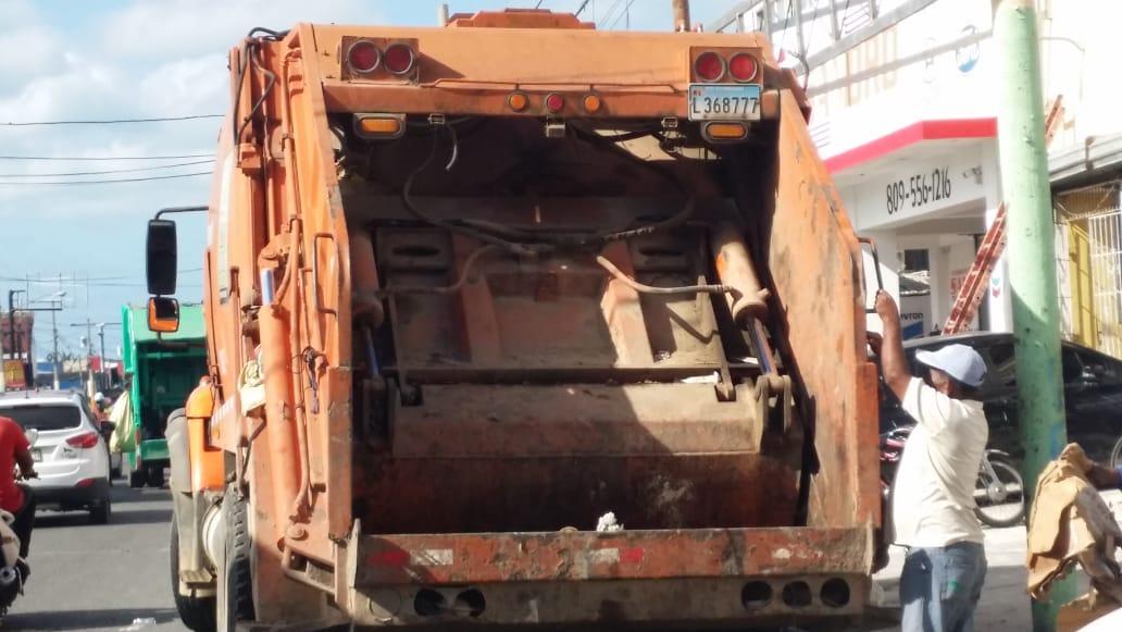Ayuntamiento de La Romana trabaja en la recolección de desechos sólidos