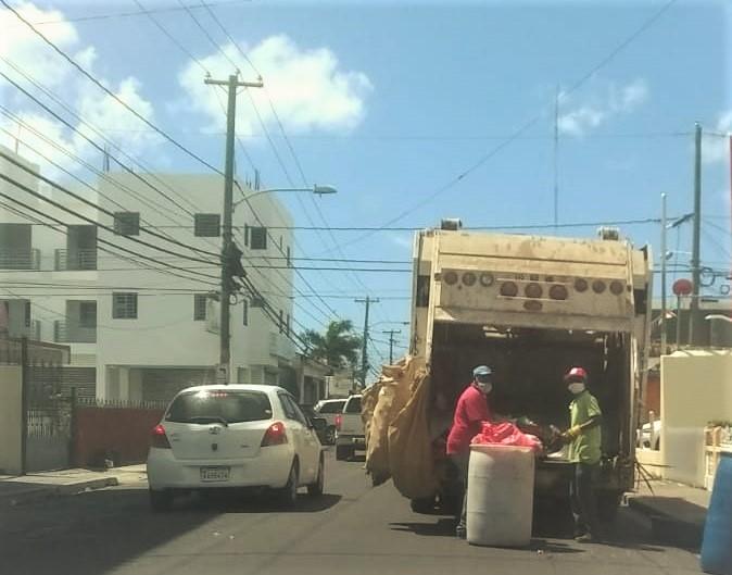 Ayuntamiento de La Romana continua este lunes con el operativo de limpieza